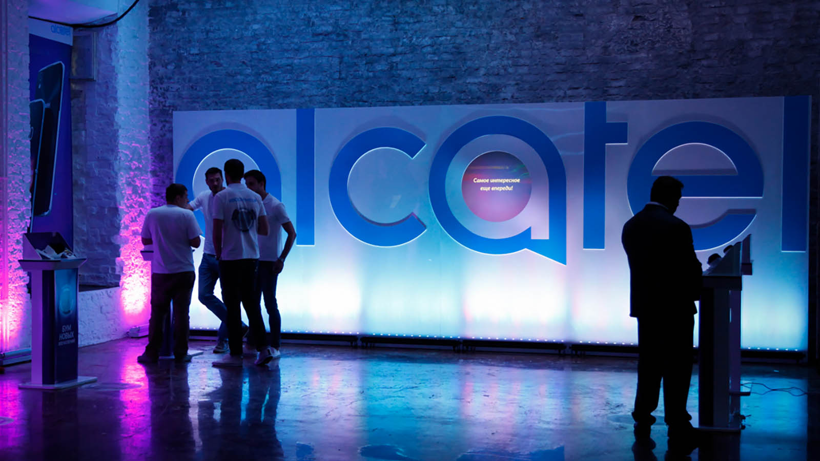 Презентация телефона Alcatel Idol 4
